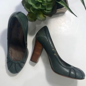MISS SIXTY Leather Pumps w/Topstiching Details